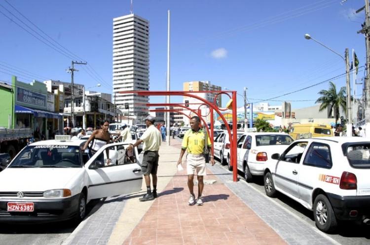 Taxistas e usuários serão beneficiados com obra da Prefeitura