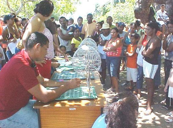 Emsurb realiza sorteio para o comércio do Carnaju 2005