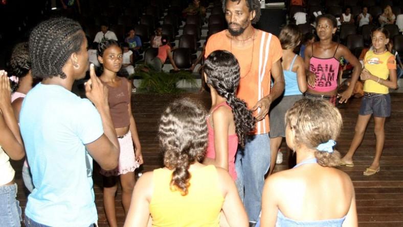 Espetáculo encerra atividades do Programa Tim ArtEducação