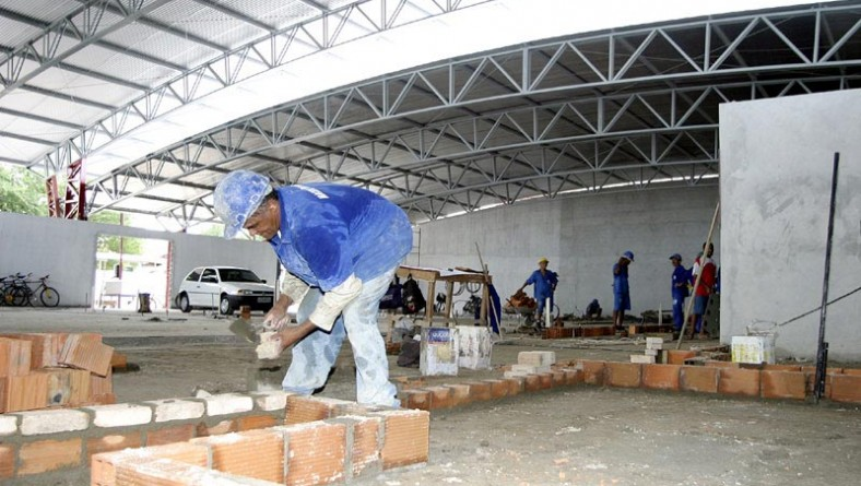 Prefeitura continua com serviços de reconstrução do mercado do Bugio