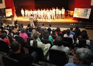Crianças e adolescentes emocionam público no encerramento de atividades do projeto Tim ArtEducação
