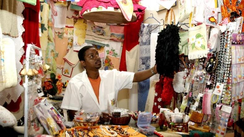 Centro de Artesanato Chica Chaves garante emprego e renda para moradores do bairro Industrial