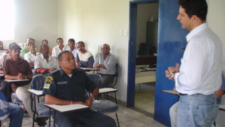 Vigilantes das unidades de saúde do município recebem fardamento