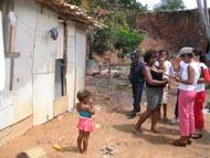 PMA transfere famílias que viviam em situação de risco para lugar seguro no Santa Maria
