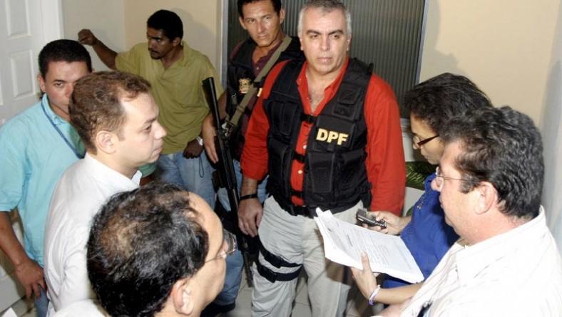 Polícia Federal retira invasores de residências do PAR na Aruana