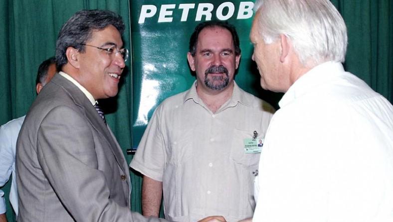 Prefeito prestigia assinatura de contrato para implantação de nova plataforma de petróleo em Sergipe