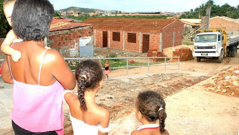 Prefeitura constrói casas populares na avenida Matadouro
