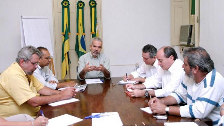 Prefeito em exercício reúne secretários para discutir últimos ajustes do Forró Caju 2005