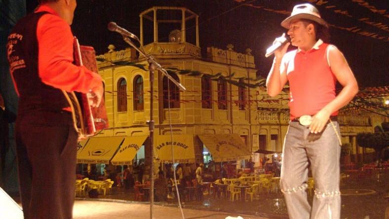 Véspera de São Pedro começa animada no Forró Caju