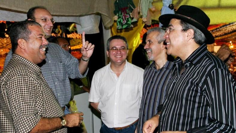 Autoridades marcam presença na maior noite do Forró Caju 2005