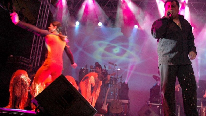 Show de Gatinha Manhosa anima a penúltima noite do Forró Caju