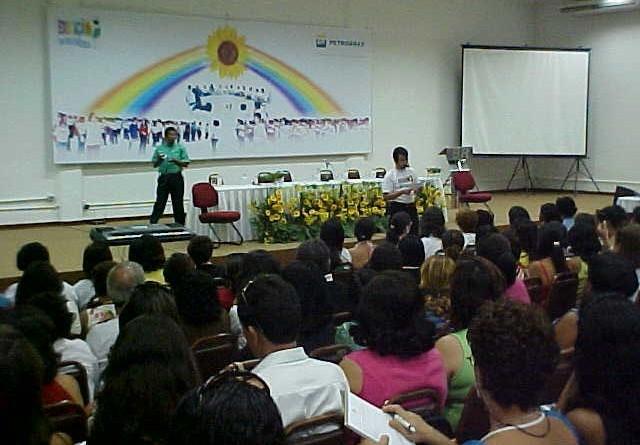"""Educadores e técnicos da Semed participam do IX Encontro do Projeto """"Educação: Uma Nova Consciência"""""""