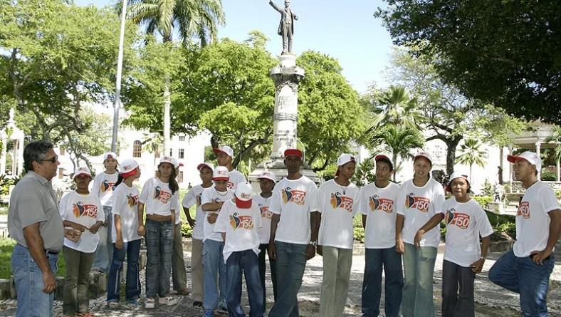 Alunos do curso de guia de turismo mirim visitam patrimônios históricos de Aracaju