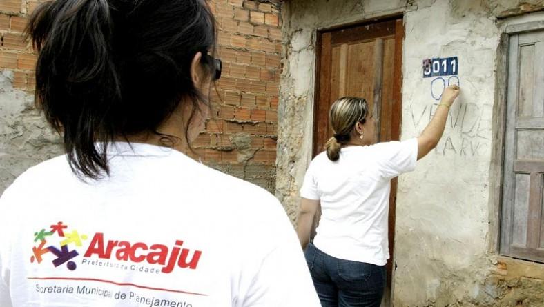 Técnicos da Prefeitura de Aracaju recadastram residências do Santa Maria