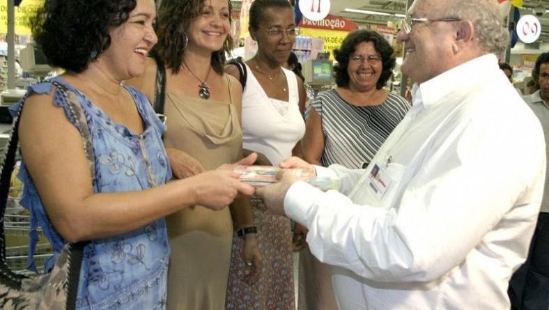 Escolas municipais recebem mais de 1.300 livros doados pelo G. Barbosa