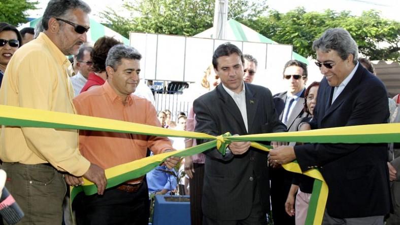 Ministro do Trabalho e prefeito Marcelo Déda inauguram Espaço Jovem para capacitação profissional em Aracaju
