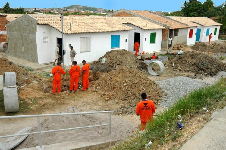 Prefeitura de Aracaju beneficia famílias da zona Norte com novas moradias