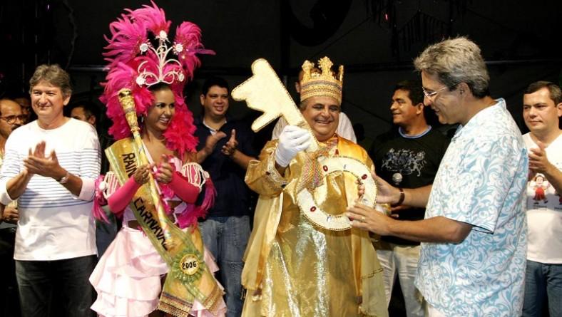 Abertura do Carnaju 2006 leva milhares de foliões à praça de eventos Hilton Lopes