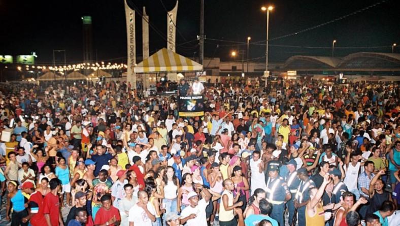 Carnaju 2006 começa hoje com cortejo de blocos saindo do bairro Industrial
