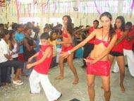 Alegria e descontração no carnaval do projeto Criança Cidadã