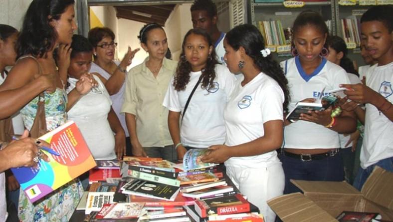Escolas municipais são beneficiadas com livros doados pelo Instituto Nestor de Paula e Azaléia