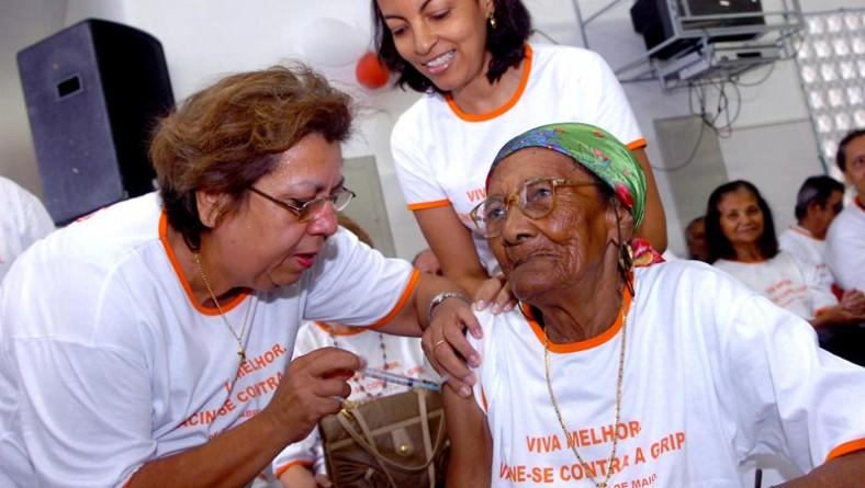 Prefeitura realiza ato pelo Dia Nacional de Mobilização da Vacinação do Idoso