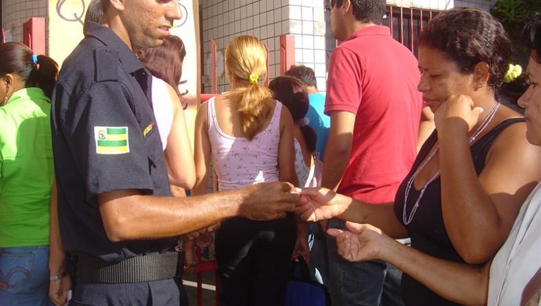 Prefeitura distribui senhas para recadastramento do PAR