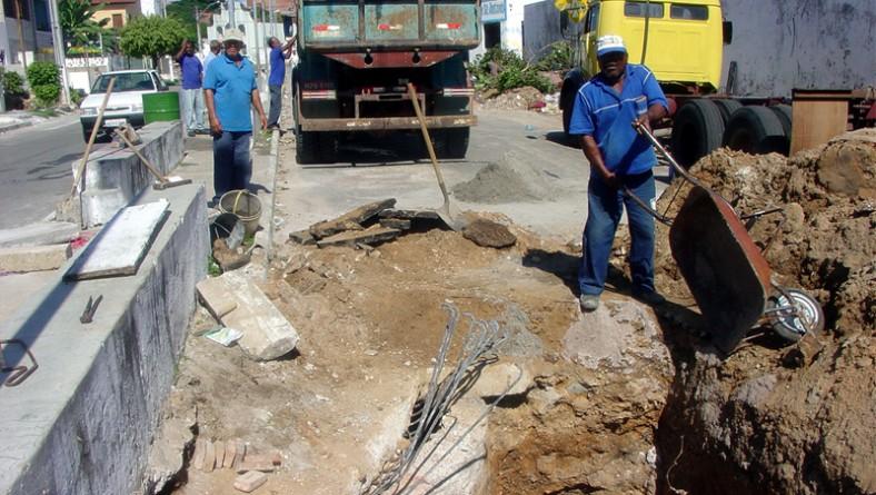 Emurb recupera galeria de drenagem no bairro América