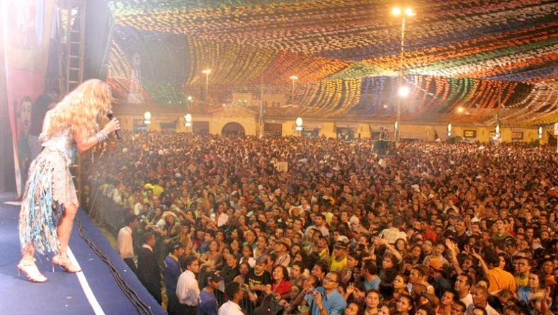 Elba canta e encanta a multidão