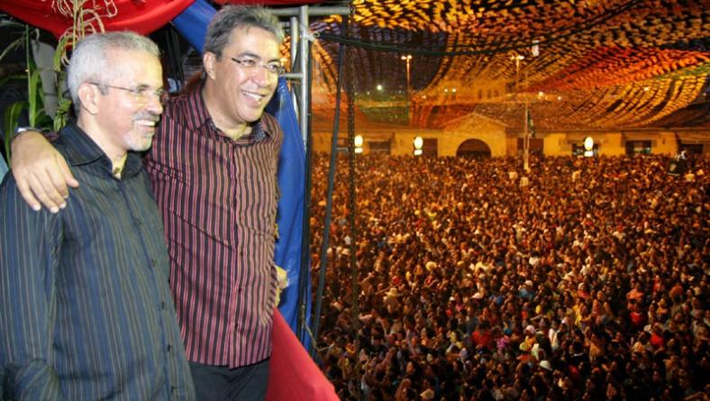 Prefeito e ex-prefeito curtem shows de Elba Ramalho e Cavaleiros do Forró junto com o público