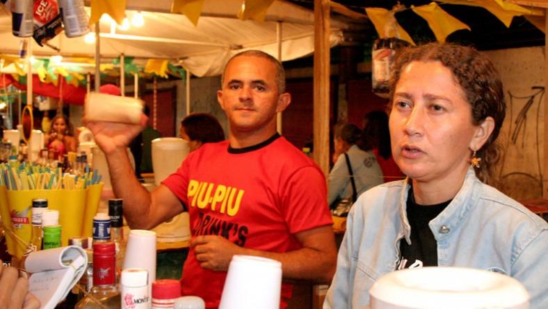 Barracas de capeta comemoram o sucesso de vendas no Forró Caju