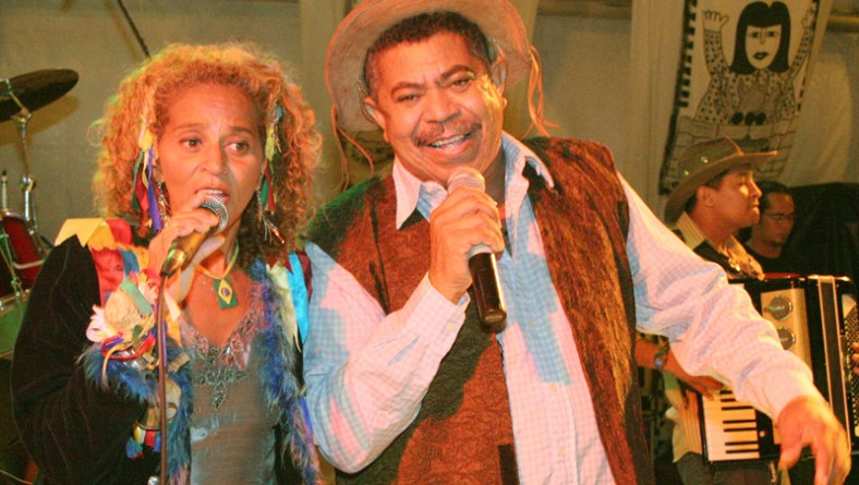 Antônio Carlos Du Aracaju diverte o público no palco Gerson Filho