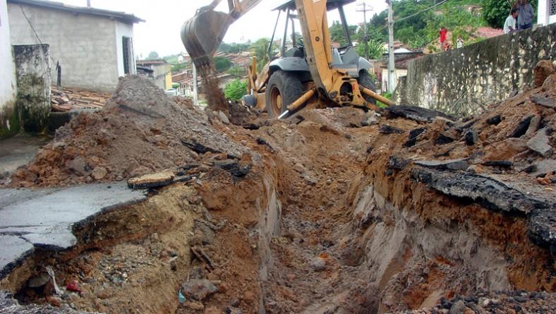 Emurb recupera a drenagem de ruas no Santos Dumont