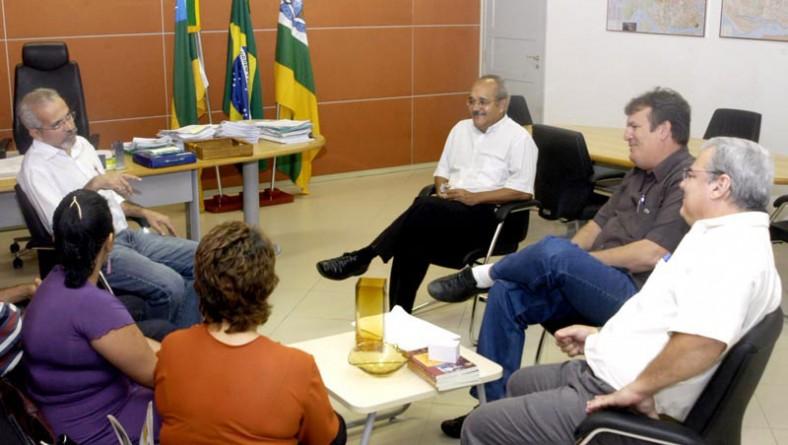 Prefeito recebe representantes do Dieese em audiência