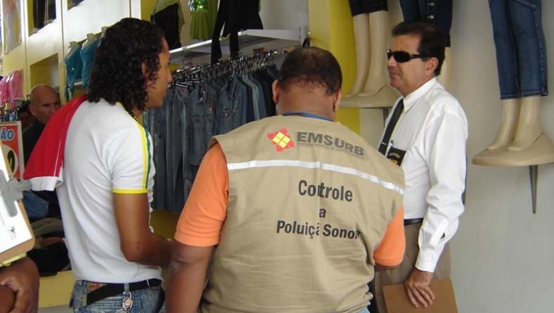 Lojas do Centro de Aracaju são visitadas pela equipe de combate à poluição sonora
