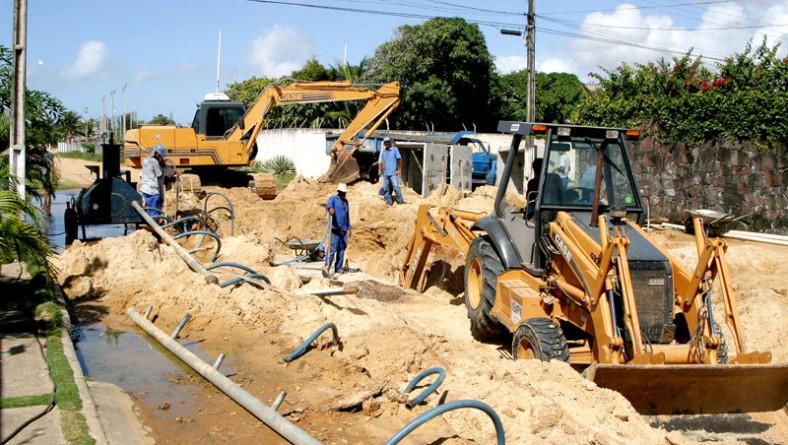 Emurb continua o serviço de drenagem na Atalaia