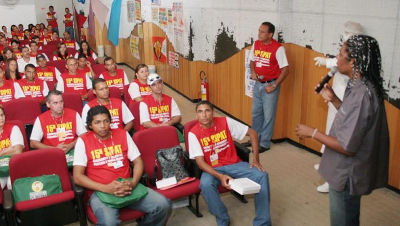 SMS faz palestras de prevenção às DSTs/AIDS para trabalhadores do G Barbosa