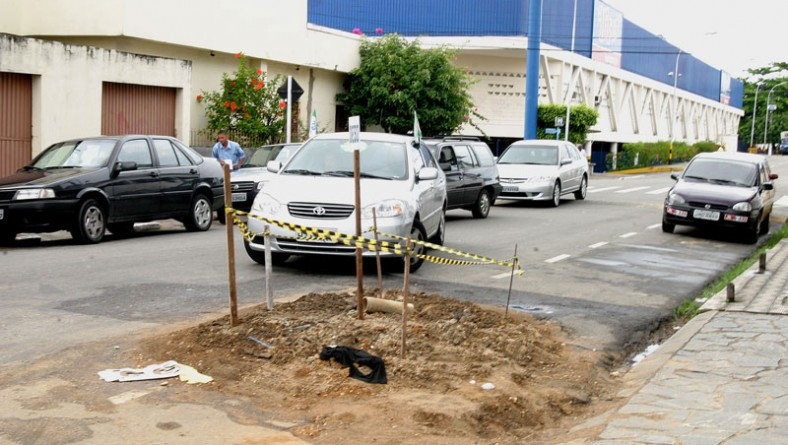 Companhia de Saneamento de Sergipe continua executando obras irregulares