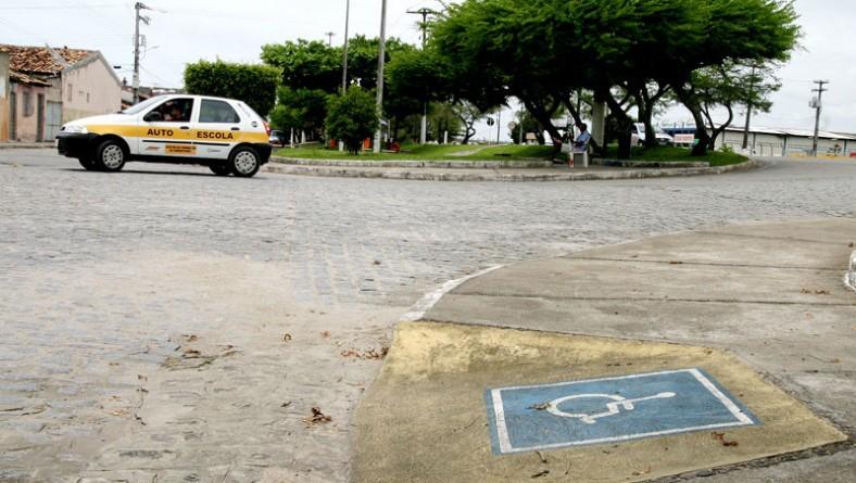 Idosos e deficientes podem procurar a SMTT para garantir vagas em estacionamentos
