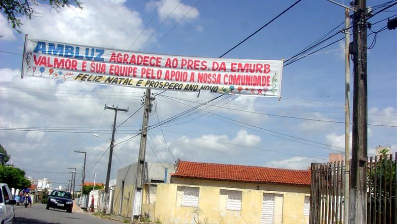 Moradores do bairro Luzia prestam homenagem à Emurb