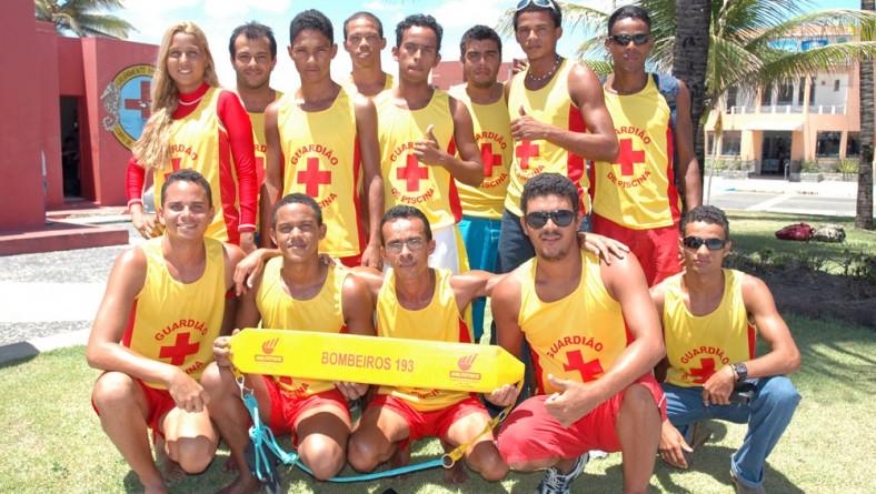 Bombeiros formam quinta turma de guardiões de piscina em 2007