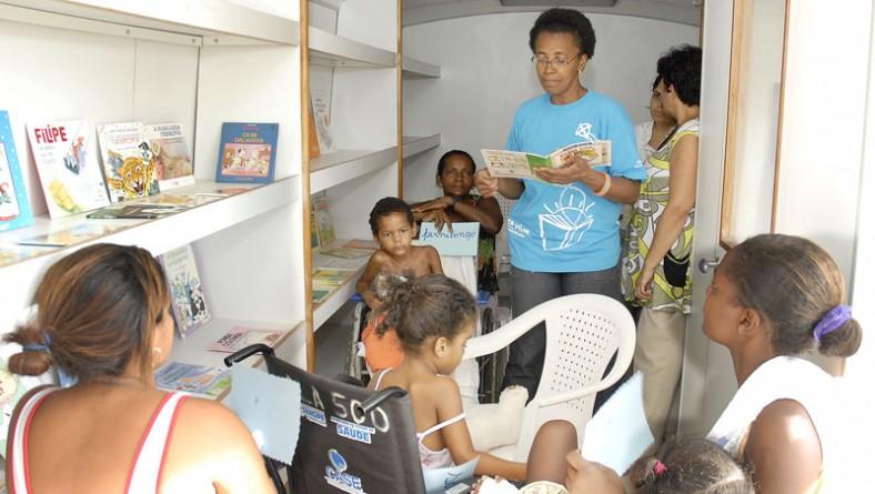 Música, teatro e leitura encerram festas de fim de ano na Pediatria do HUSE
