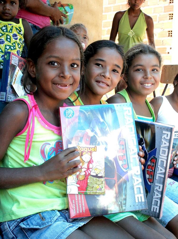 Governo finaliza entrega de presentes e livros para crianças