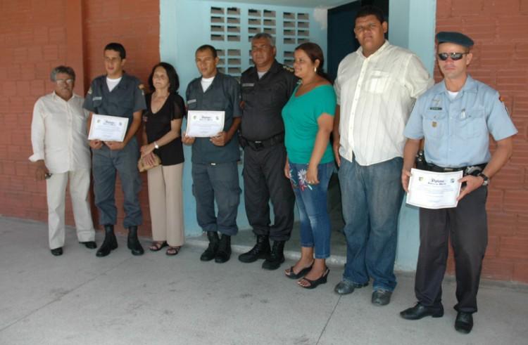 Policiais militares recebem homenagens em Socorro por ato de bravura