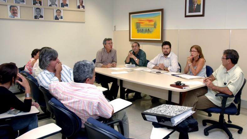 Governo orienta prefeitos para adesão ao FNHIS
