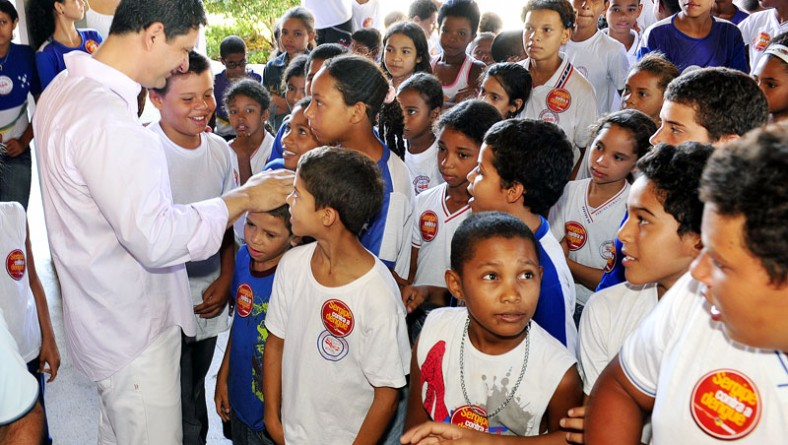Brigada Contra a Dengue reúne milhares de estudantes e professores