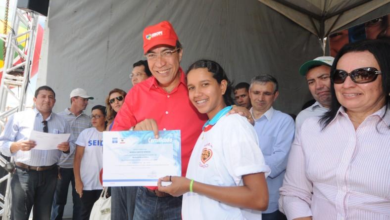 Governador entrega certificados de cursos profissionalizantes promovidos pela Seides