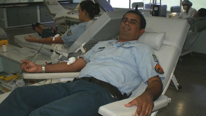Policiais militares doam sangue para reforçar estoque do Hemose