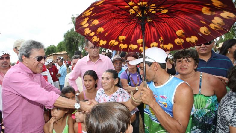 Governador leva benefícios estruturais ao município de Feira Nova