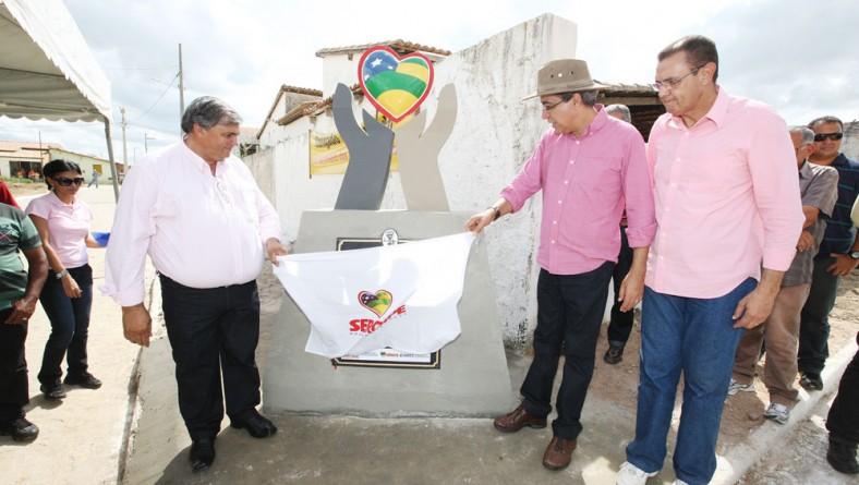 Déda inaugura pavimentação no Nova Cohab em Monte Alegre